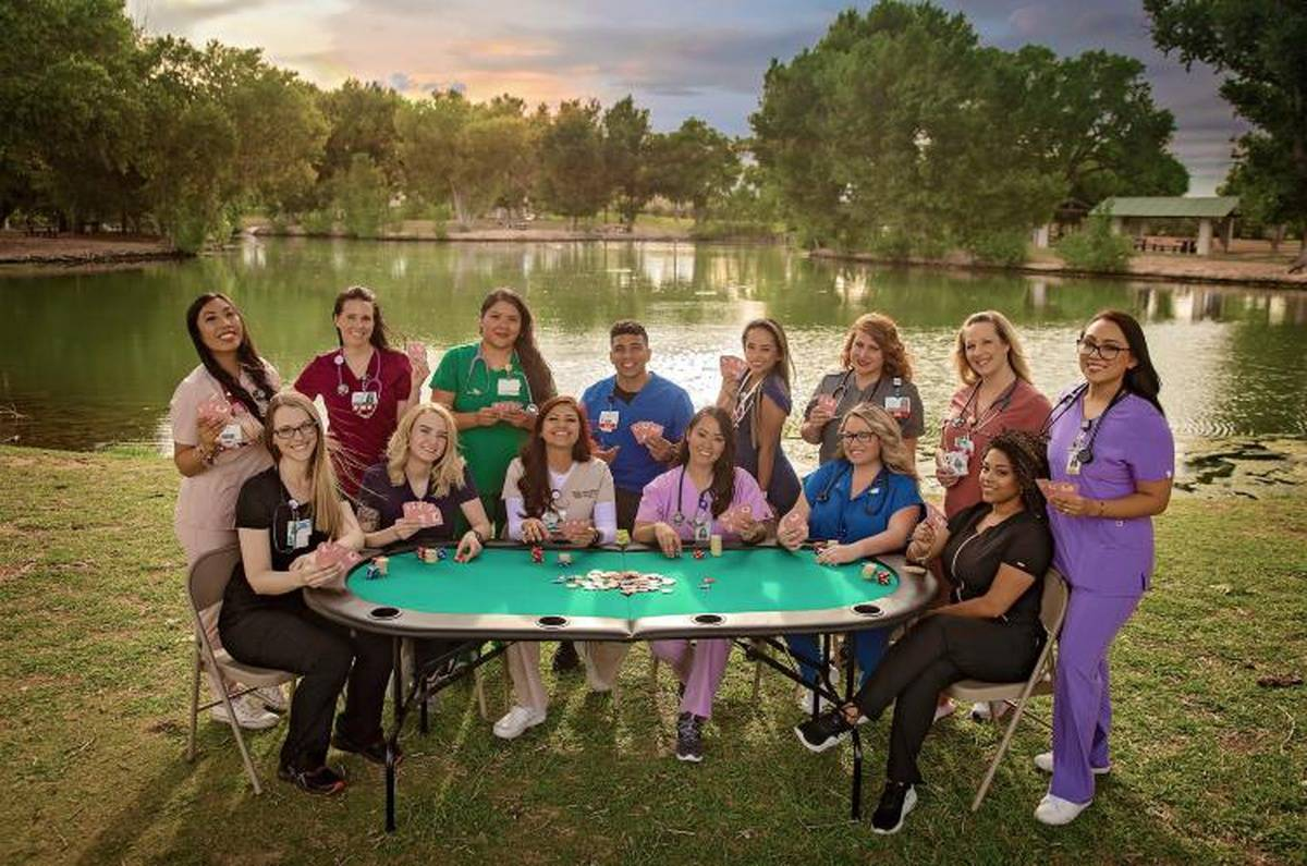 """These 4 Stunning Photos Show The Epic Clap-Back Of Nurses Who """"Play Cards"""""""