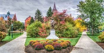 Beautiful campus view in Vermont during the day